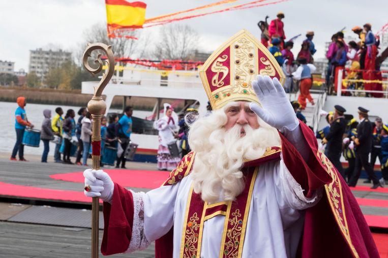 Per boot maar ook per vliegtuig zal Sinterklaas zijn ronde door de districten doen