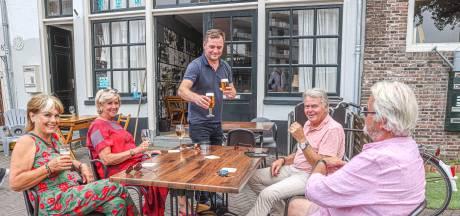 Tapbier vloeit weer in tijdelijke Tagrijn in Zwolle: 'Dit is en blijft onze stamkroeg'