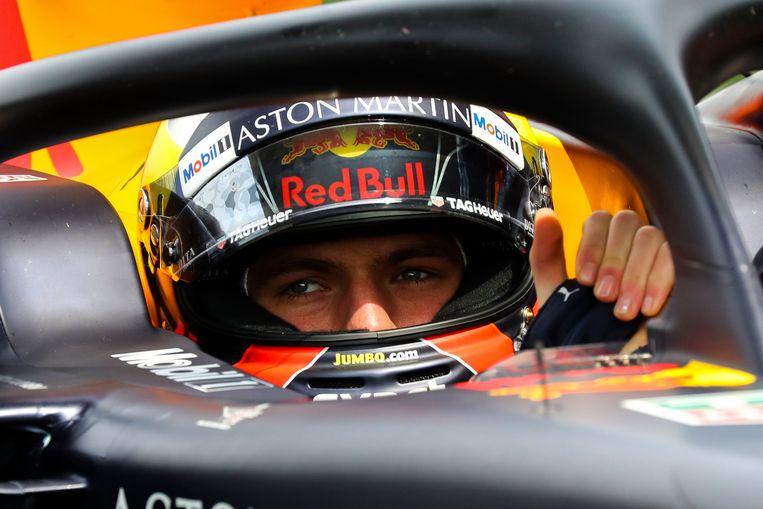 Max Verstappen bi j de start van de Grote Prijs van China in Shanghai. Beeld EPA