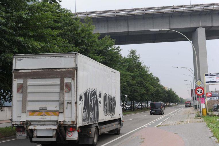 Vilvoorde plant de bouw van een kribbe en een school nagenoeg onder het viaduct van Vilvoorde. Gezond is anders, zou men denken.