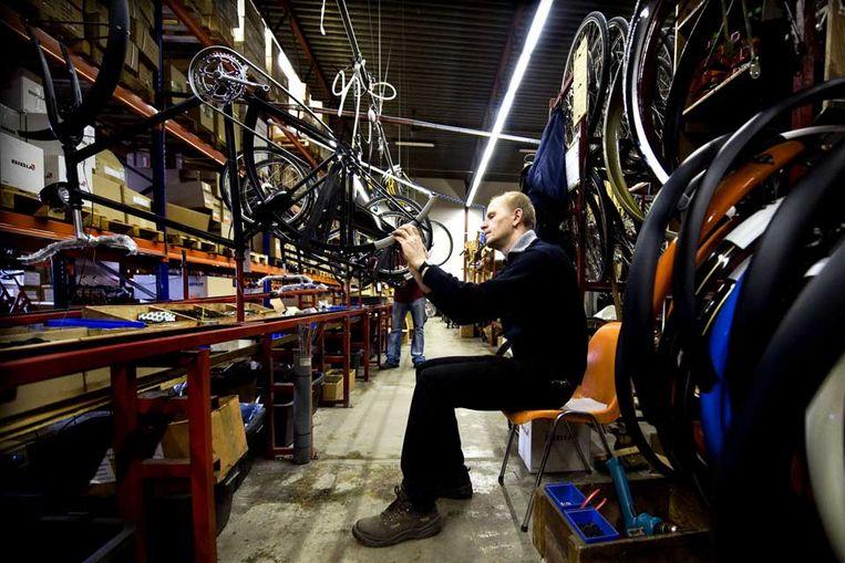 De fietsenfabriek van Azor (Klaas Jan van der Weij / de Volkskrant) Beeld