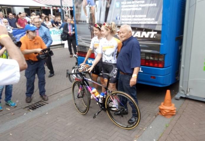 Anna van der Breggen (winnaar Olympisch goud en brons in Rio) en Marianne Vos aan de start.