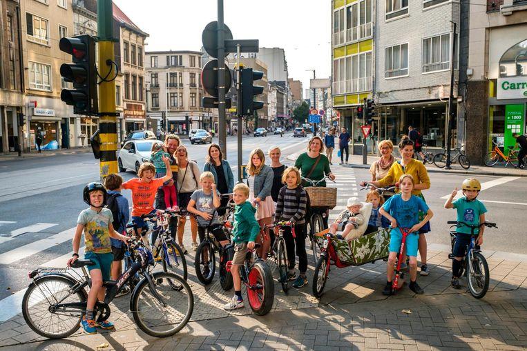 Aan het kruispunt van de Turnhoutsebaan en de Kerkstraat kwamen ouders en kinderen samen om te pleiten voor een conflictvrij verkeer.
