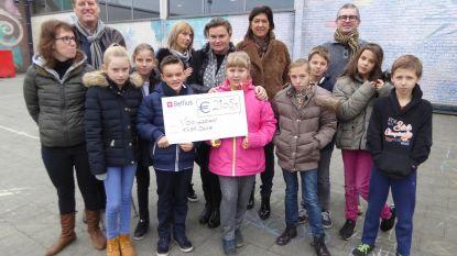 SK Deinze-dames zamelen 2.105 euro in voor Viblo Leieland