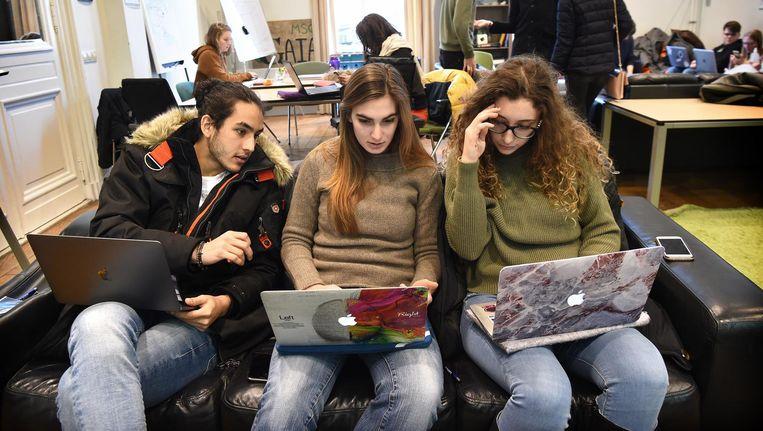 Buitenlandse studenten aan de Universiteit van Maastricht. Beeld Marcel van den Bergh / de Volkskrant