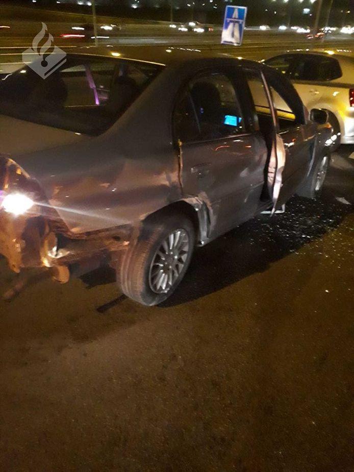 De schade aan de Honda Civic na een gevaarlijke rit door Utrecht.