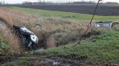 Pick-up maakt zware crash in Pervijze, bestuurder lichtgewond