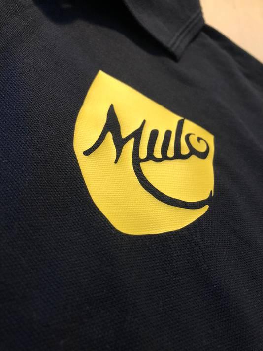 Het eerste logo van MULO is terug te vinden op het tricot