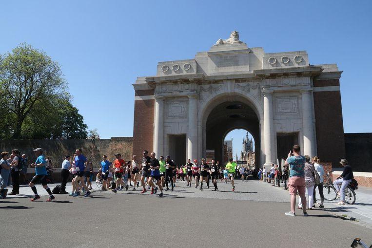 De start van de Great Peace Run & Walk lag aan de Menenpoort.