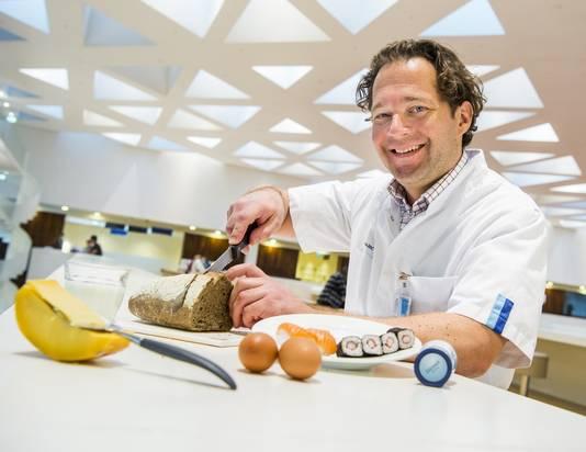Hoogleraar Robin Peeters vindt dat iedereen weer boterhammen moet eten om een gebrek aan jodium te voorkomen.