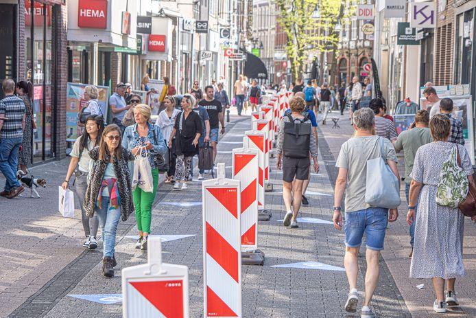 De afscheiding en looproutes in de Diezerstraat waren eerdere maatregelen, vanaf dit weekend komen daar in de binnenstad van Zwolle enkele nieuwe 'huisregels' bij.