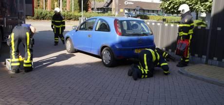 Vrouw laat lekkende auto staan in Kaatsheuvel omdat ze naar werk moet