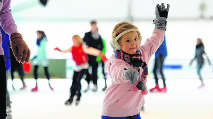 Kinderen op de schaatsbaan van Boxmeer.