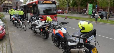 Bus maakt noodstop in centrum Breda: passagier gewond