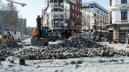 Handelaars krijgen hun zin: stad legt kasseien terug aan kruispunt Waalsekaai-Verviersstraat