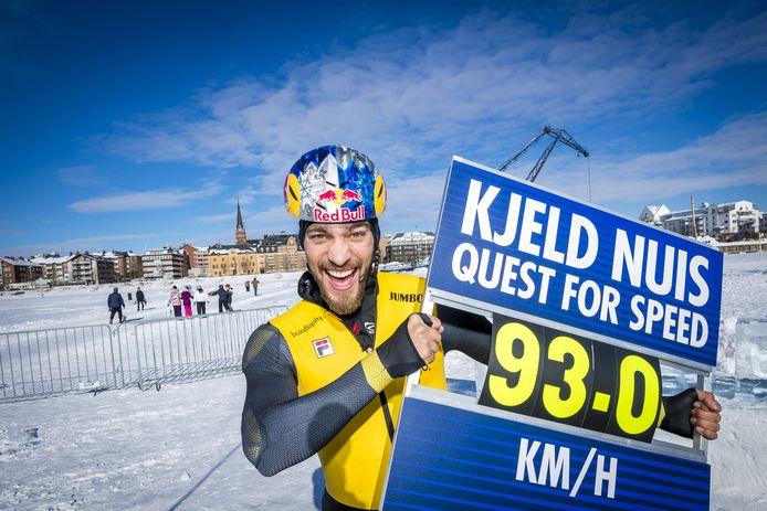 Kjeld Nuis 'vliegt' naar het wereldrecord schaatsen: 93 kilometer per uur.