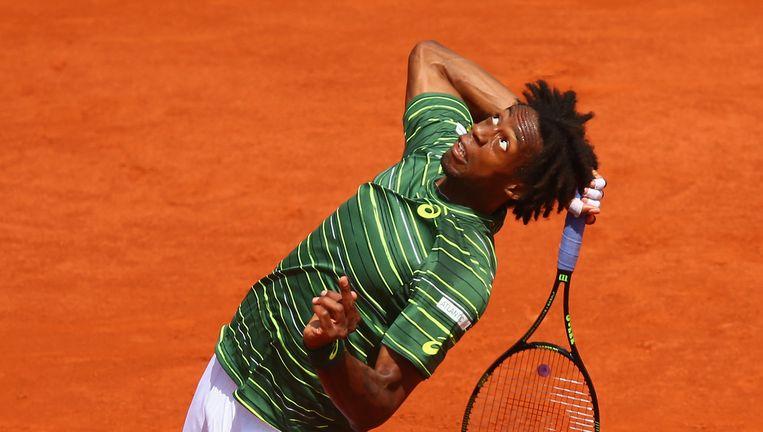 Gaël Monfils serveert in de partij tegen Roger Federer. De Fransman verloor kansloos in vier sets. Beeld Getty Images