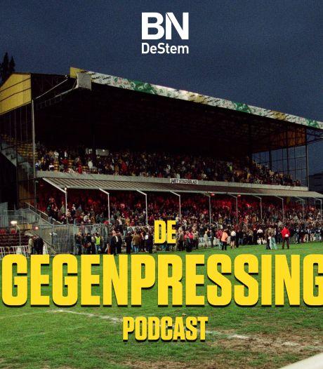 De Gegenpressing Podcast | Co-host Lex Immers, trainingspak met Defqon-petje en naakt in de lift op trainingskamp