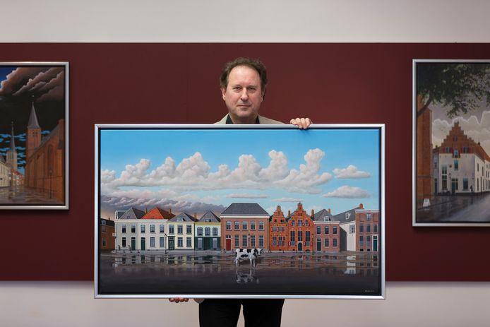 Alwin Kok met een van zijn werken, die de jongeren inspireerden om zich op te geven voor een masterclass bij WalhallaB in Zutphen.