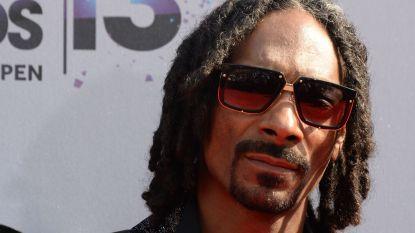 Snoop Dogg heeft alwéér nieuwe naam: hij gaat voortaan door het leven als... Smoooth Dogg