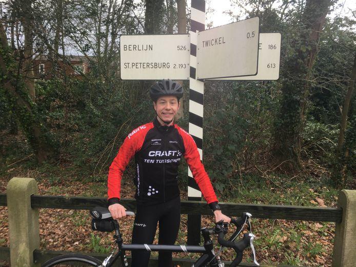 David Velthuis uit Haaksbergen fietst binnenkort 1000 kilometer terug naar huis. Hij was voor zijn studie in het Poolse Lodz.