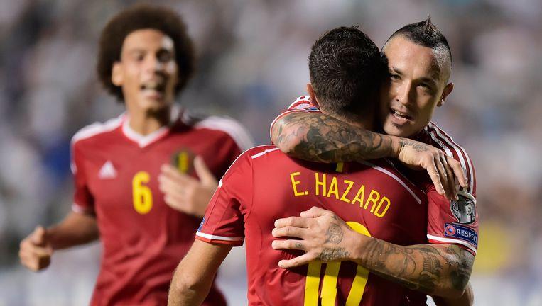 Witsel en Nainggolan feliciteren Hazard met zijn winning goal