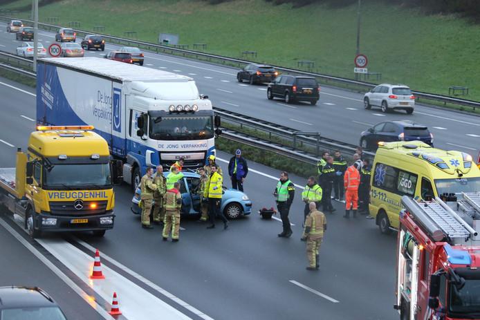 Botsing gezin vs vrachtwagen A4 Rijswijk tussen Amsterdam en Rotterdam