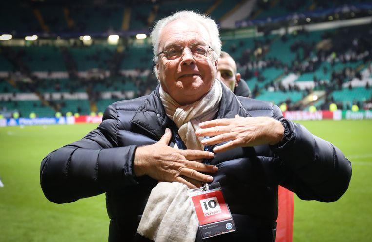 Een geëmotioneerde Roger Vanden Stock verbroedert op Celtic na afloop met de meegereisde fans.