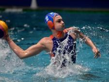 Waterpolosters als groepswinnaar naar kwartfinales EK