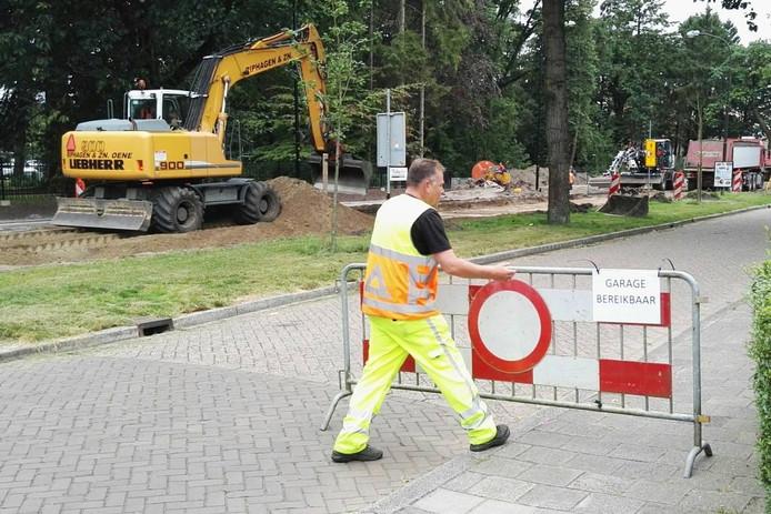 Henk Cremer op zijn werkplek deze week, de Arnhemseweg in Apeldoorn.