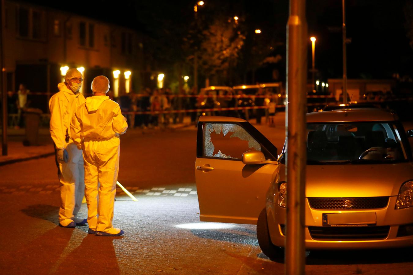 Man (34) dood geschoten in zijn auto in de Sionstraat