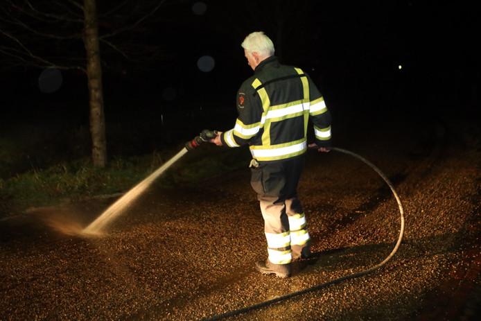 Brandweer spuit grote plas bloed weg in Sint-Oedenrode.