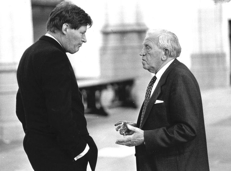 Gortzak (links) in gesprek met Gerben Wagenaar, oud fractievoorzitter van de CPN. Beeld anp