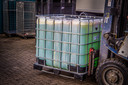 Er werden containers met grondstoffen voor de productie van drugs aangetroffen.