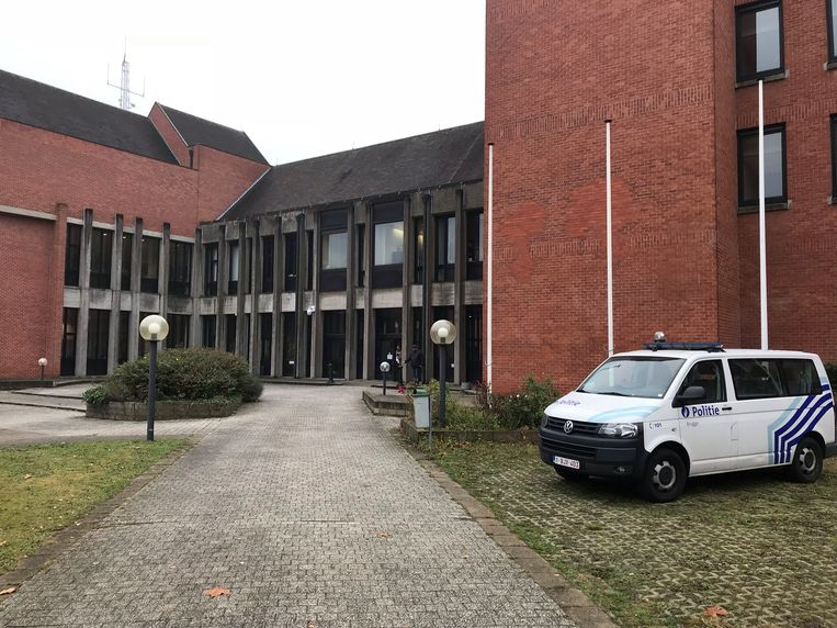 De man liet verstek gaan in de rechtbank van Brugge.