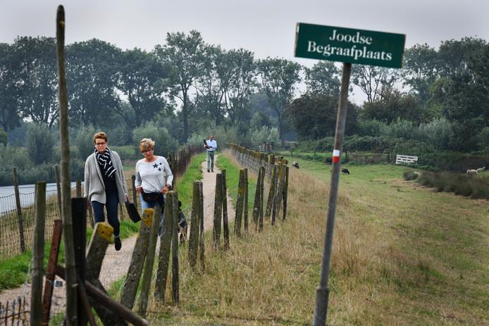 Joodse begraafplaats Aalsdijk.