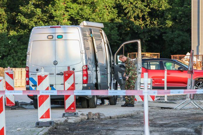 De explosieven opruimingsdienst aan het werk op Urk
