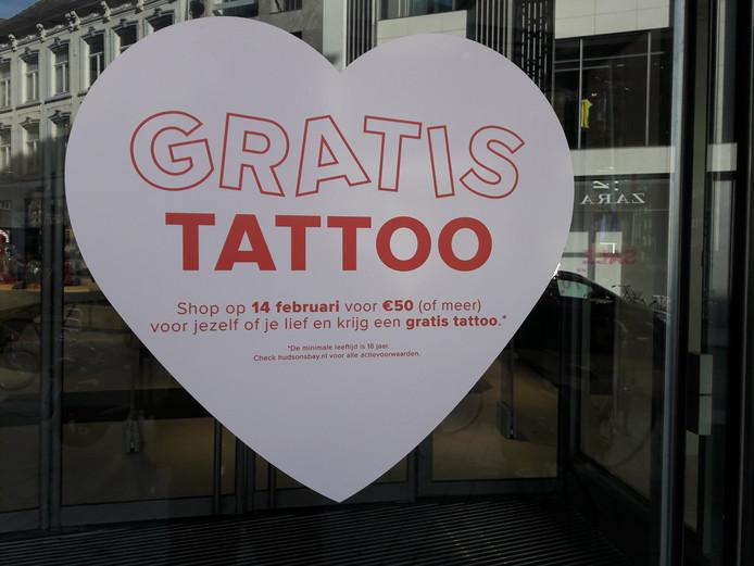 Verrassend Gratis tatoeage bij Hudson's Bay: 'Het is bijna nog vetter dan ik VO-82