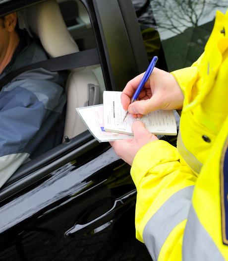 Zwollenaar kiest verkeerde valse naam bij politie: opgegeven persoon moet nog forse boete betalen