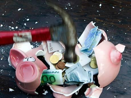 Gemeentelijke kredietbanken rekenen torenhoge rentes voor burgers in nood