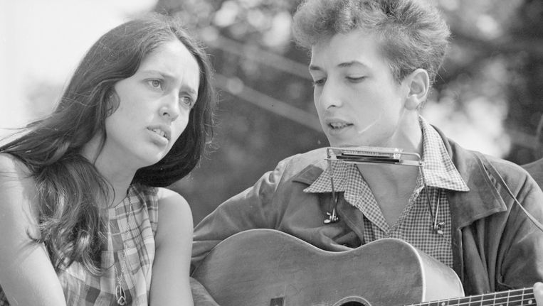 Bob Dylan en Joan Baez in 1963. Beeld reuters