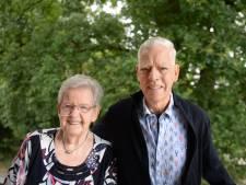 Klaas (81) en Roelie (81) uit Enschede vieren diamanten huwelijk: 'Aan mokken heb je niets'