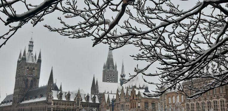Sneeuw zorgt voor mooie beelden  in centrum van Ieper.