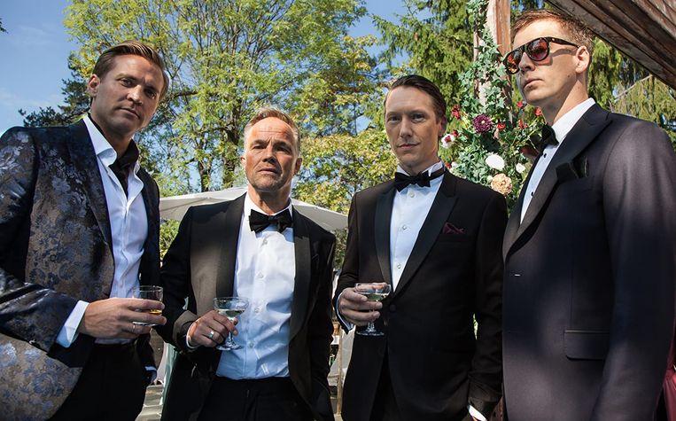 De vier vrienden in Exit, tweede van rechts is Adam (Simon J. Berger) Beeld
