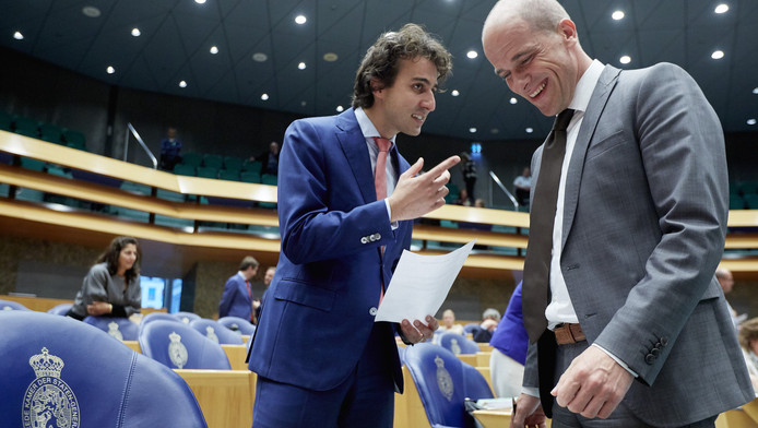 Diederik Samsom van de PvdA (r) en Jesse Klaver van GroenLinks.