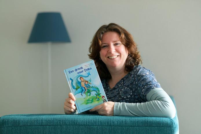 Bianca Nederlof is trots op haar nieuwste jeugdboek 'Een draak voor Dako'. ,,Ik denk vaak bij het schrijven: wat vond ik zelf leuk als kind?''