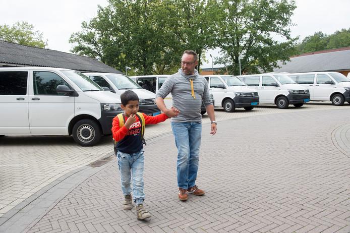 Chanu uit Apeldoorn werd mandagmiddag opgehaald door zijn vader Gerjo van der Meulen van de Daniël de Brouwer school in Wilp.