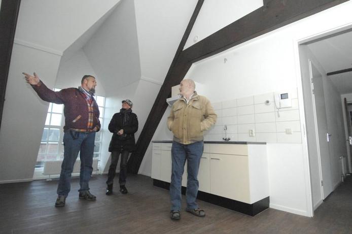 Toekomstig personeel en omwonenden bewonderen de nieuwe appartementen