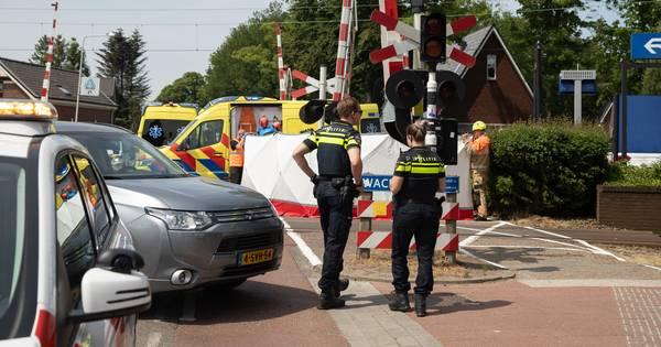 Vrouw aangereden door trein bij spoorwegovergang Den Dolder.