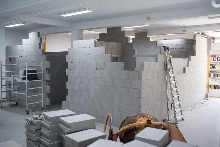 Het werk van Augustas Serapinas bij P/////AKT is een kopie van de bouwplaats naast de kunstruimte. Beeld